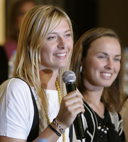 图文:东京网球公开赛 莎拉波娃与辛吉斯亮相