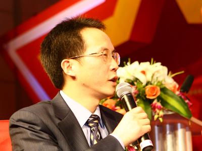 图:论坛三主持人《法人》杂志总编辑王丰斌