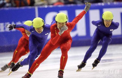 图文:男子短道速滑1500米 中国选手隋宝库夺冠