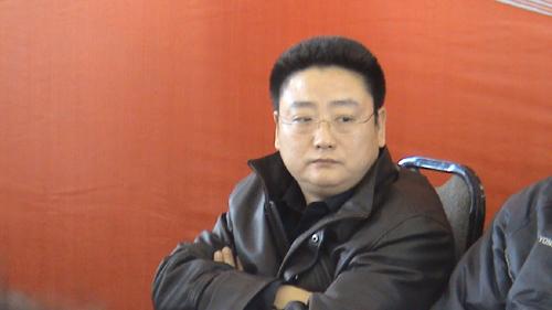 图文:罗雪娟通报会 张亚东表情茫然