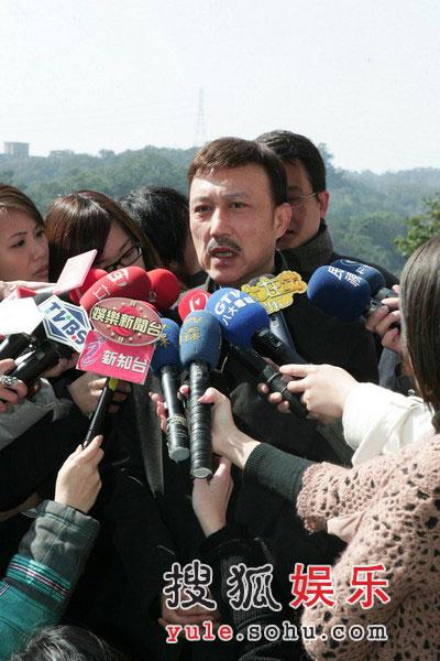 许玮伦_许玮伦昏迷时候曾掉泪 灵堂前白玫瑰环绕(图)-搜狐娱乐
