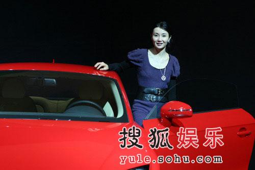 张曼玉代言汽车演绎优雅尊贵 获赠红色奥迪TT