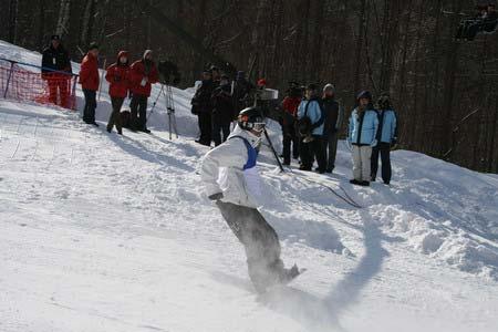 中国男单板滑雪历史性突破 史万成夹缝中夺银牌
