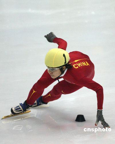 图文:女子短道速滑500米 王濛打破亚洲纪录