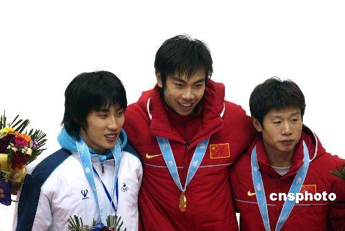 图文:男子短道速滑500米 中国小将胡泽夺金