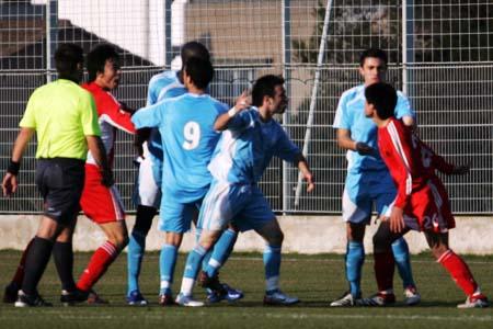 图文:国奥0-0再平马赛 王晓龙被对手隔离