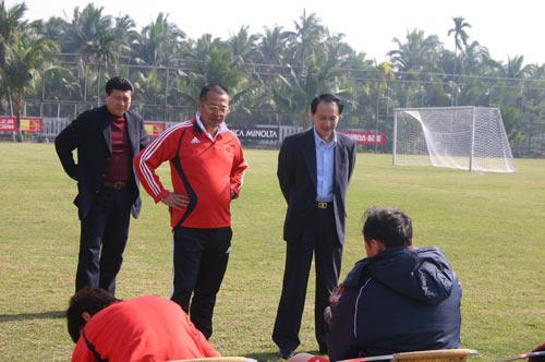国足与亚泰热身赛推迟 谢亚龙直言训练强度不够