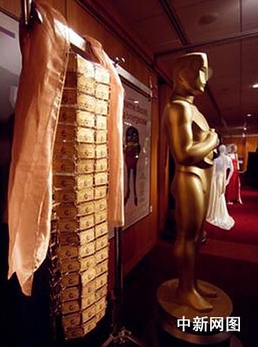 组图:奥斯卡首次举办五十年经典女明星礼服秀