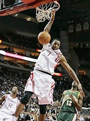 NBA图:火箭胜超音速 麦迪单手扣篮