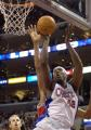 NBA图:快船胜公牛 布兰德在比赛中上篮