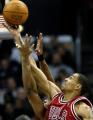 NBA图:快船胜公牛 索夫洛萨争篮板