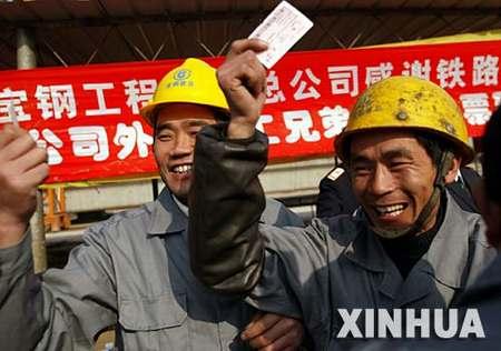 上海将6000多张火车票送到在沪打工者手中(图)
