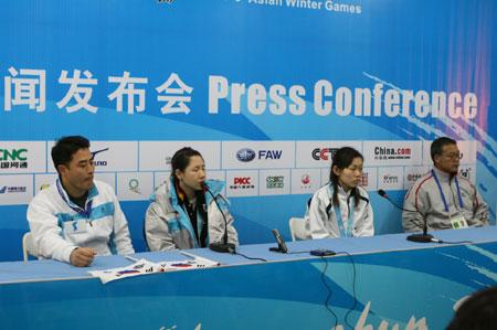 图文:亚冬会女子冰壶决赛 发布会现场