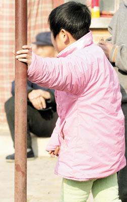 小幼女馒头逼特写_禽兽教师猥亵幼女一年 被捕后称不知是犯罪(图)