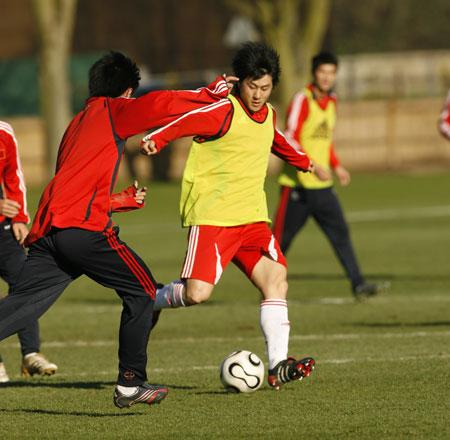 焦急杜伊三次叫停训练 国奥球员何时能用脑踢球