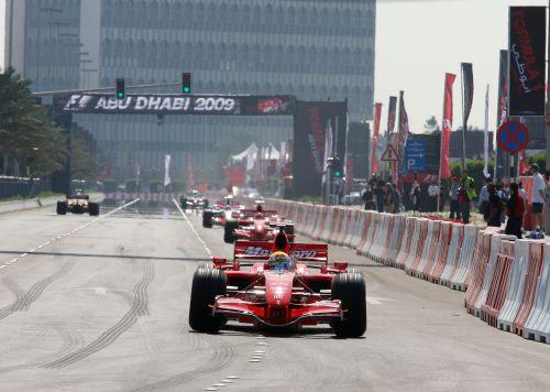 图文:阿联酋将在09年举办F1 马萨进行领跑