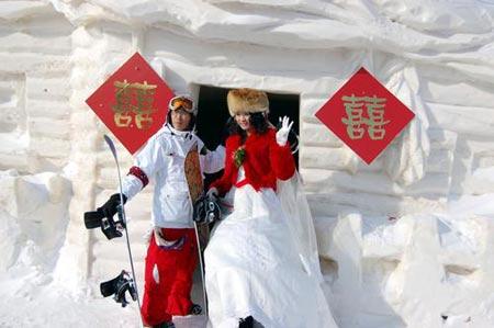 哈尔滨滑雪爱好者举办单板婚礼 百余人参加(图)