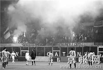 普拉蒂尼欲拿骚乱事件开刀 诸强用悼念代替足球