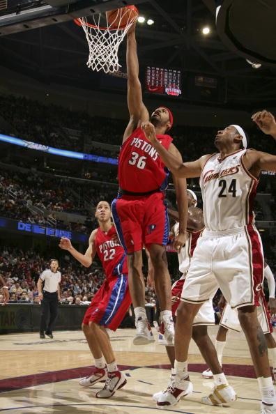 NBA图:骑士不敌活塞  华莱士扣篮