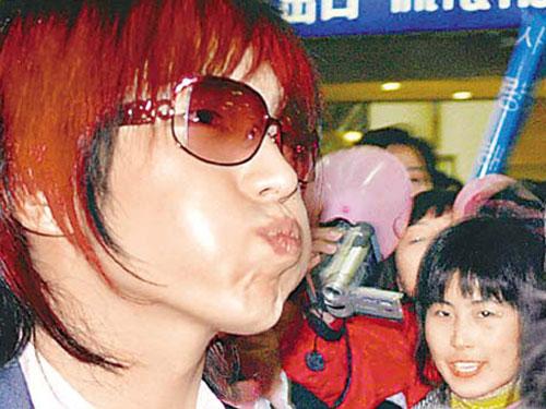 李俊基遭错认歌迷气愤离场 韩国人气王上海失威
