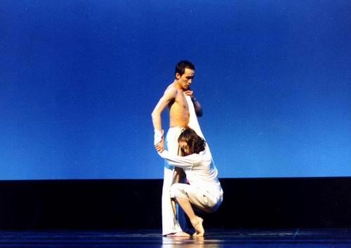 图:王媛媛现代舞作品《缘》—1