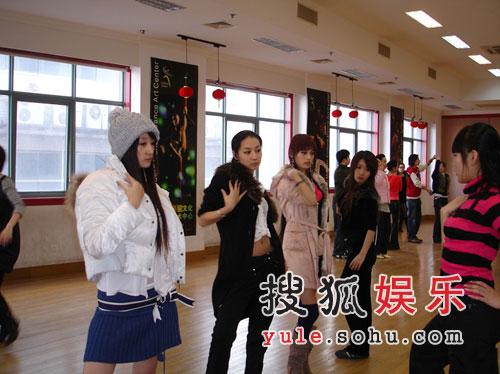 明骏女孩出席《舞林盛典》 高超舞技艳惊全场