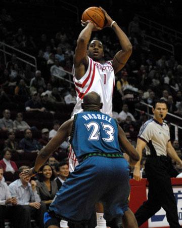 NBA图:火箭VS森林狼 麦迪后仰跳投