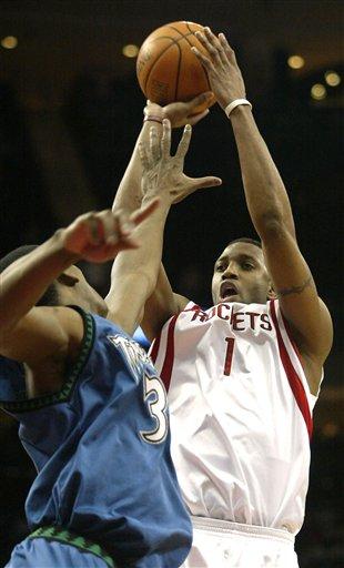 图文:NBA森林狼77-105火箭 麦迪上篮势不可挡