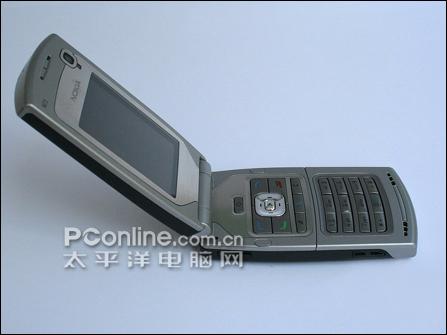 诺基亚手机N71翻盖特写