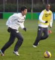 图文:孙祥与埃因霍温一队合练 训练稍显疲惫