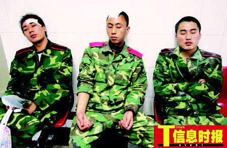 广州百名黑衣男子小区内围殴保安 20人受伤(图)