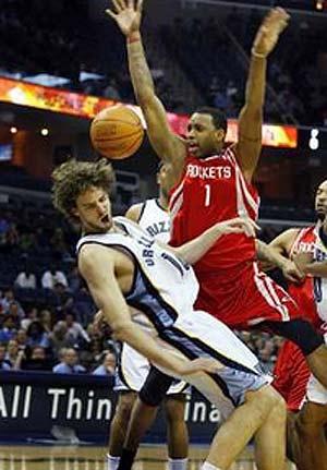 NBA图:火箭VS灰熊 麦迪大鹏展翅