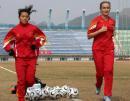 图文:中国女足备战中俄对抗赛 周高萍恢复训练