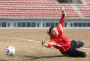 图文:中国女足备战中俄对抗赛 韩文霞在训练中