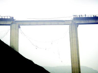 西安至延安铁路一桥发生事故 恢复时间未定(图)