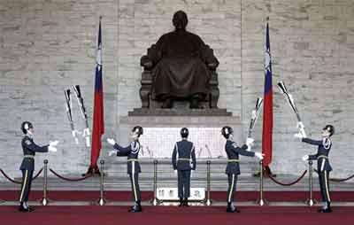 台湾游锡堃拉深绿选票 正名去蒋引绿营内战(图)