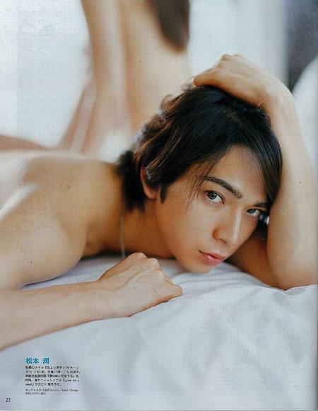 (组图)松本润女性杂志初次展裸露写真 教恋爱