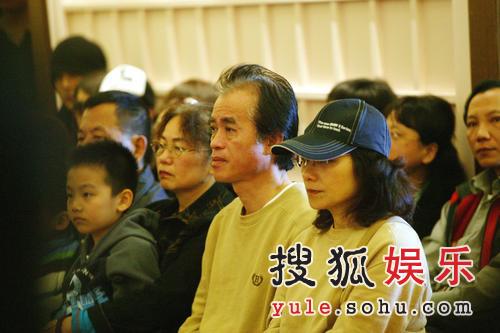 组图:许玮伦火化仪式今日举行 父母断肠痛哭