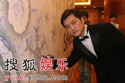 组图:嫣然基金慈善晚宴—王菲李亚鹏夫妇