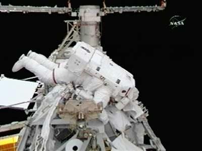 组图:国际空间站宇航员完成第三次太空行走