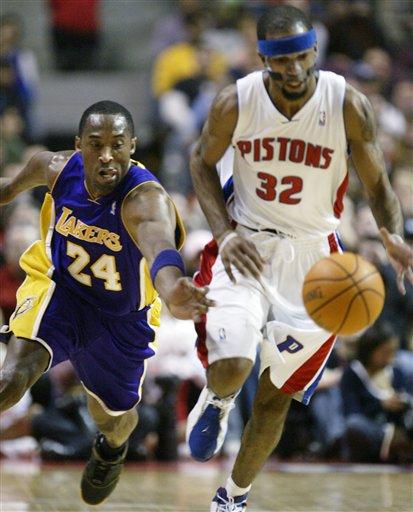 NBA图:湖人负活塞 科比背后偷袭