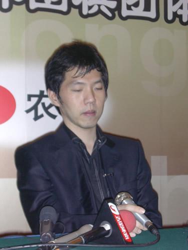 逆转古力找回失落的信任 李昌镐让韩国棋迷欢呼