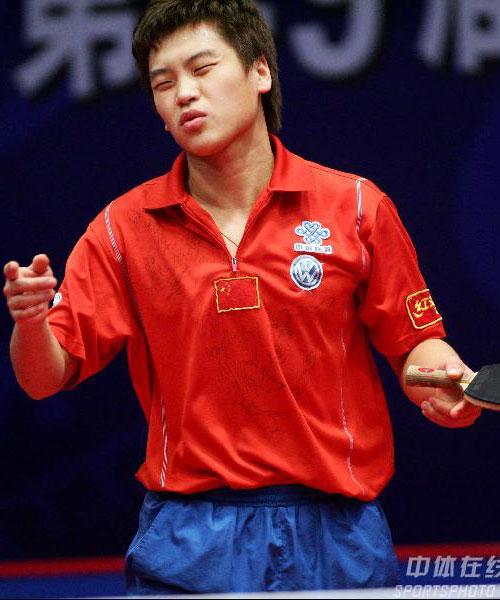 图文:男乒选拔首日 拼尽全力的郝帅浑身是汗