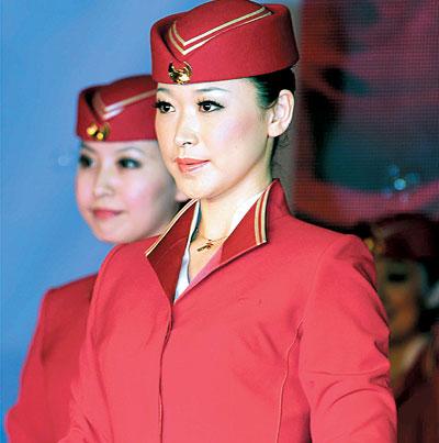 深航空姐新装亮相图