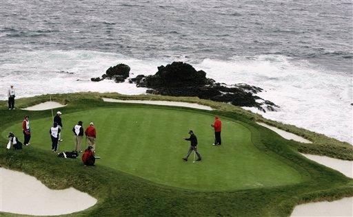 高尔夫圆石滩职业业余配对赛 福瑞克和老米领先