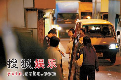吴镇宇拍《醒狮》 车内换裤被偷拍骂记者(图)