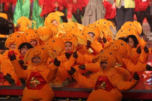 组图:湖南卫视春晚小年夜彩排 明星纷纷亮相