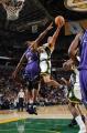 NBA图:国王胜超音速 布朗空中闪身