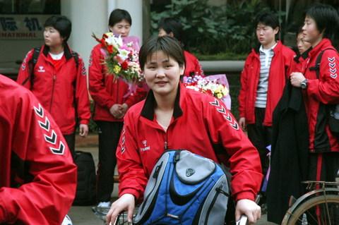 图文:朝鲜女足抵达海南备战世界杯