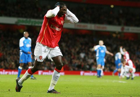 图文:阿森纳2-1维冈 阿德巴约进球被判无效